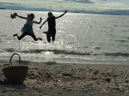 海を眺めて家族デート