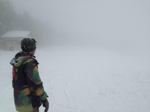 吹雪のゲレンデ