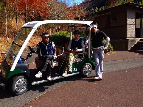秋の紅葉シーズンのゴルフも格別