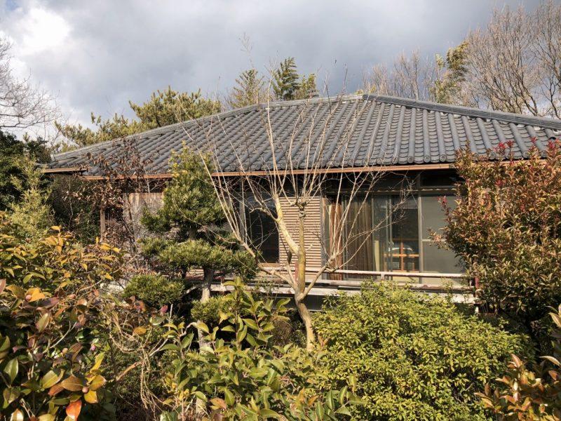 森に囲まれた翠松園の平屋一戸建て