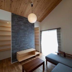 天然木の勾配天井