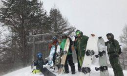 スノーサーフィンを楽しむ